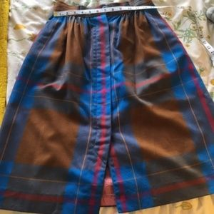 Liz Claiborne Skirts - Vintage 80's Button up skirt with pockets!